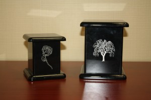 Q: Black Lacquer Urn Willow or Rose